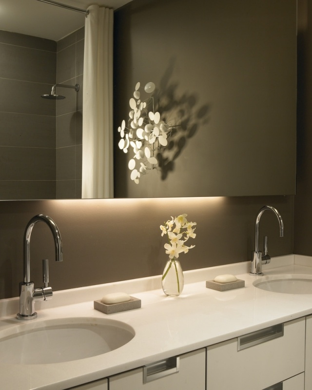 Accent lighting needs to be subtle. & Rise And Shine! Bathroom Vanity Lighting Tips azcodes.com