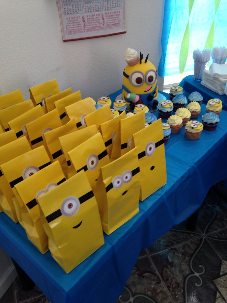 planning a fun party with your minions 10 adorable diy crafts. Black Bedroom Furniture Sets. Home Design Ideas