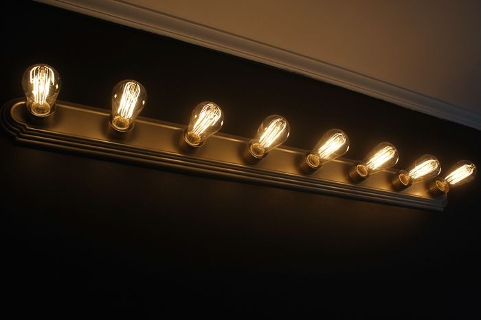 Vanity Lights Bulbs : Rise And Shine! Bathroom Vanity Lighting Tips