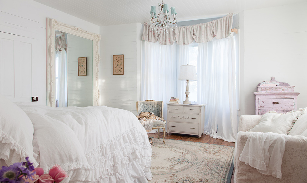 52 ways incorporate shabby chic style into every room in for Pretty bedroom accessories
