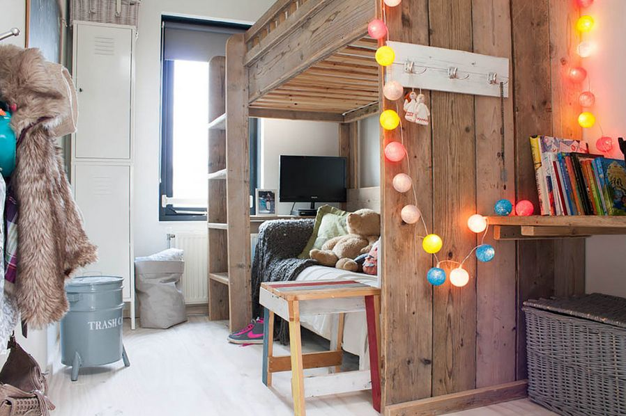 How You Can Use String Lights To Make Your Bedroom Look Dreamy - Boys fairy lights for bedroom