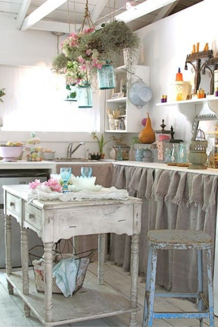 52 ways incorporate shabby chic style into every room in for Lampe style shabby chic
