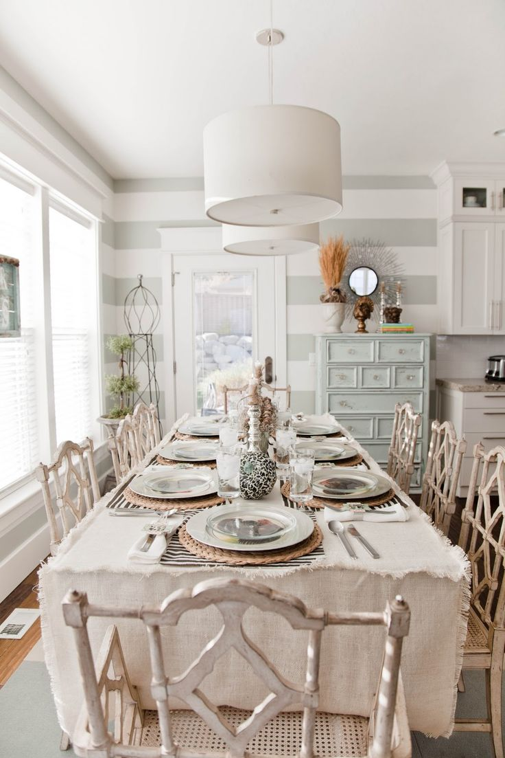 52 ways incorporate shabby chic style into every room in for Table salle a manger shabby chic