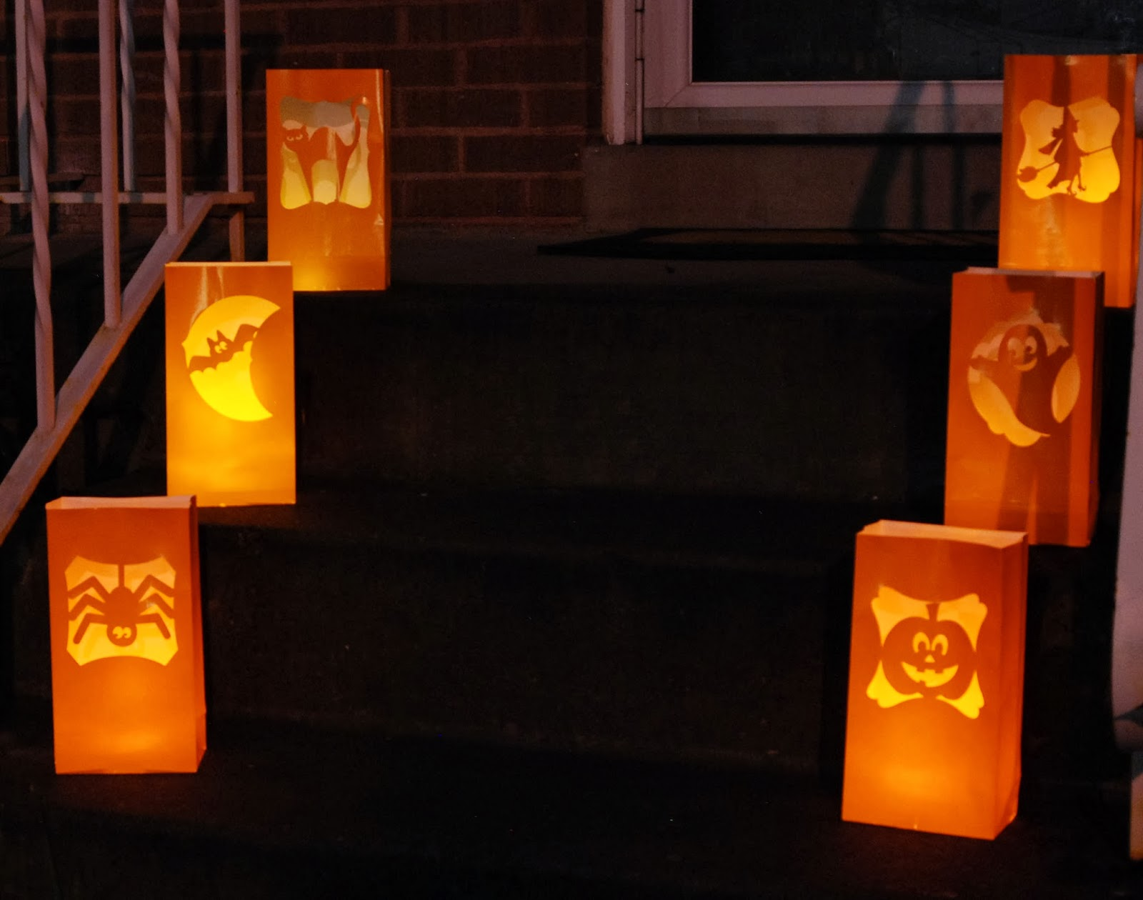 20 Booo-tiful Halloween Silhouettes for Paper Bag Lanterns Diy  279cpg