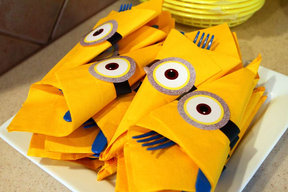 Planning a fun party with your minions 10 adorable diy crafts napkin rings solutioingenieria Gallery