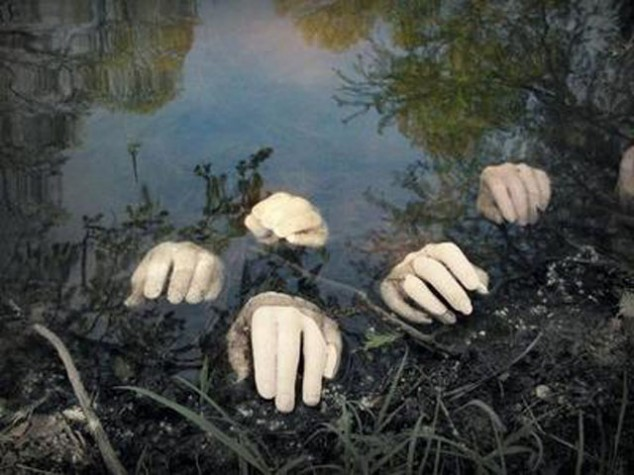 view in gallery - Scary Outdoor Halloween Decorations Diy