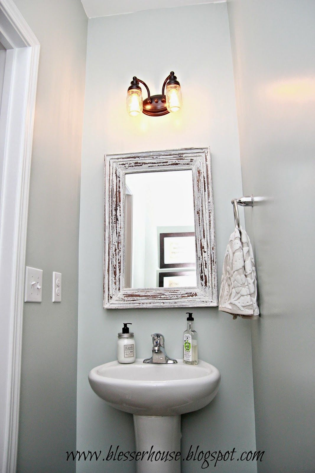 Nail Powder: Rise And Shine! Bathroom Vanity Lighting Tips