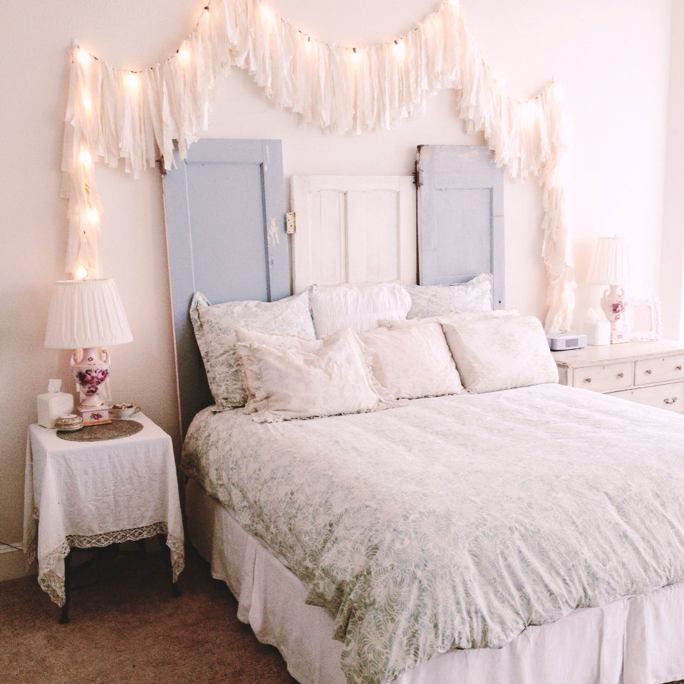 How you can use string lights to make your bedroom look dreamy for Shabby chic bett