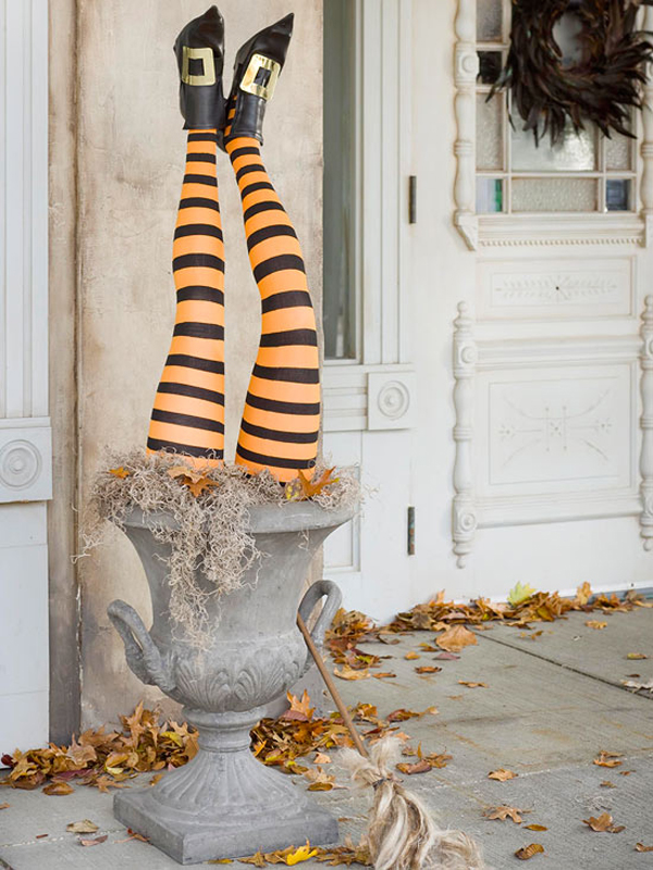 home decorating trends homedit - Diy Halloween Outdoor Decorations