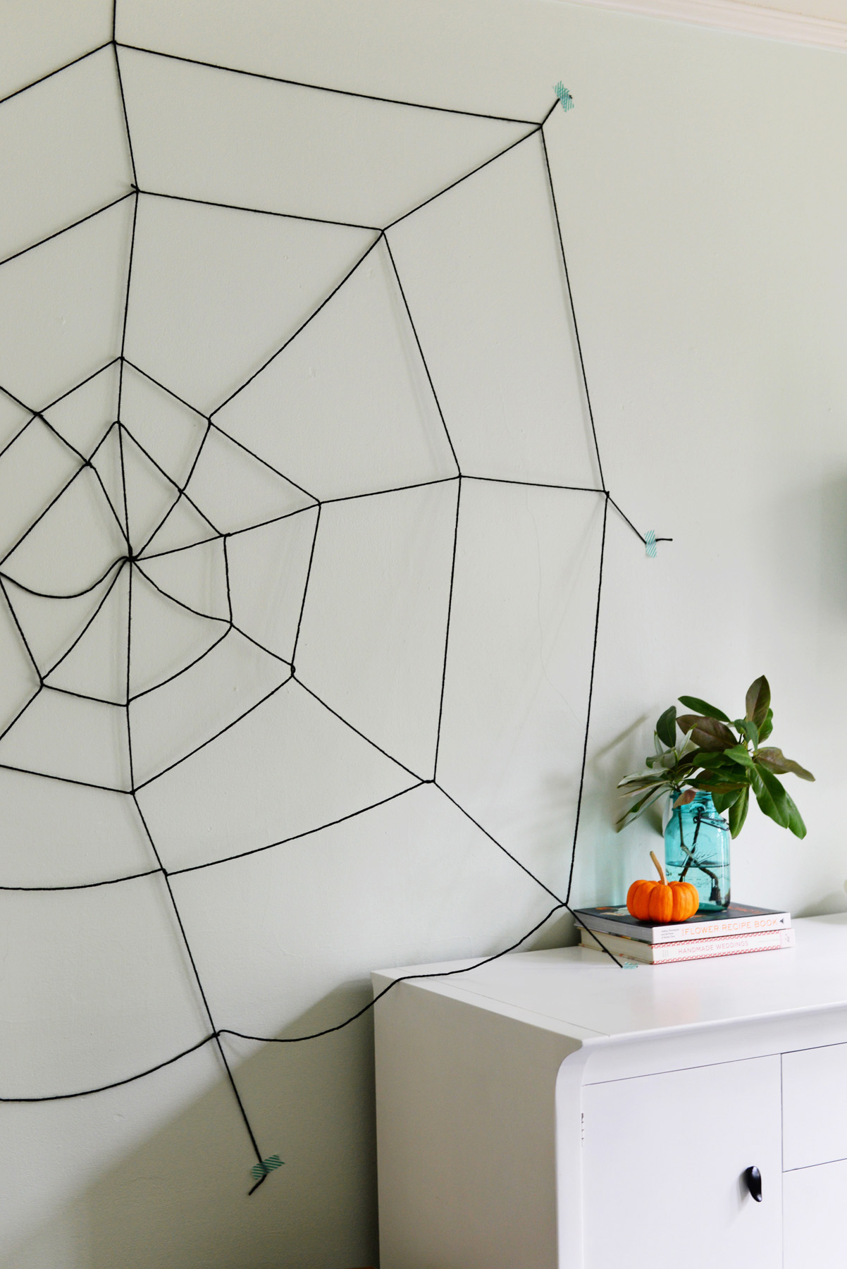yarn spider web DIY