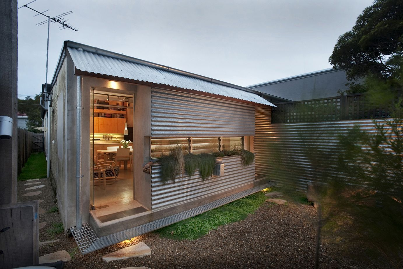 Low cost renovation adds glamor to a 1920 39 s home for Cost to build shell of house