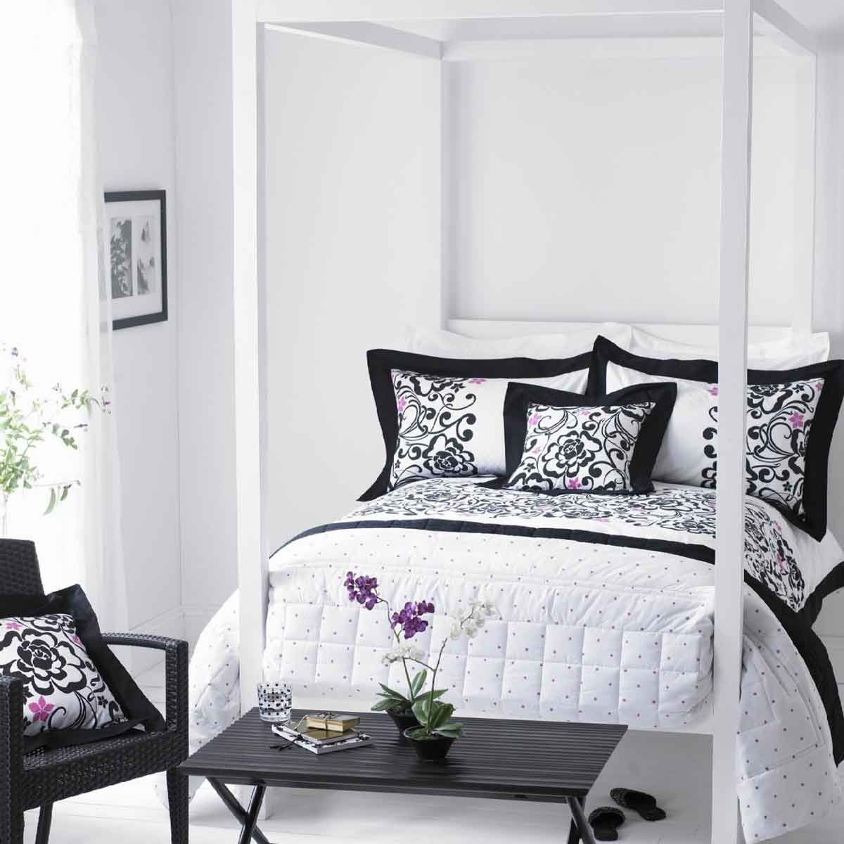 Simple Bedroom Color Ideas Part - 19: Black And White Bedroom.