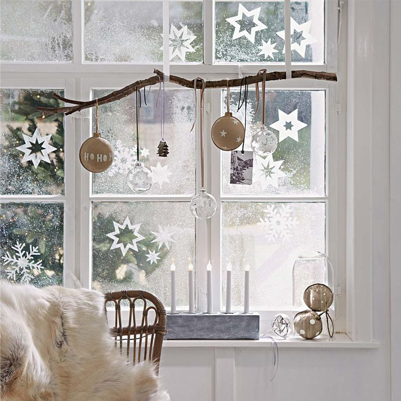 Simple Christmas Window Sill Decoration
