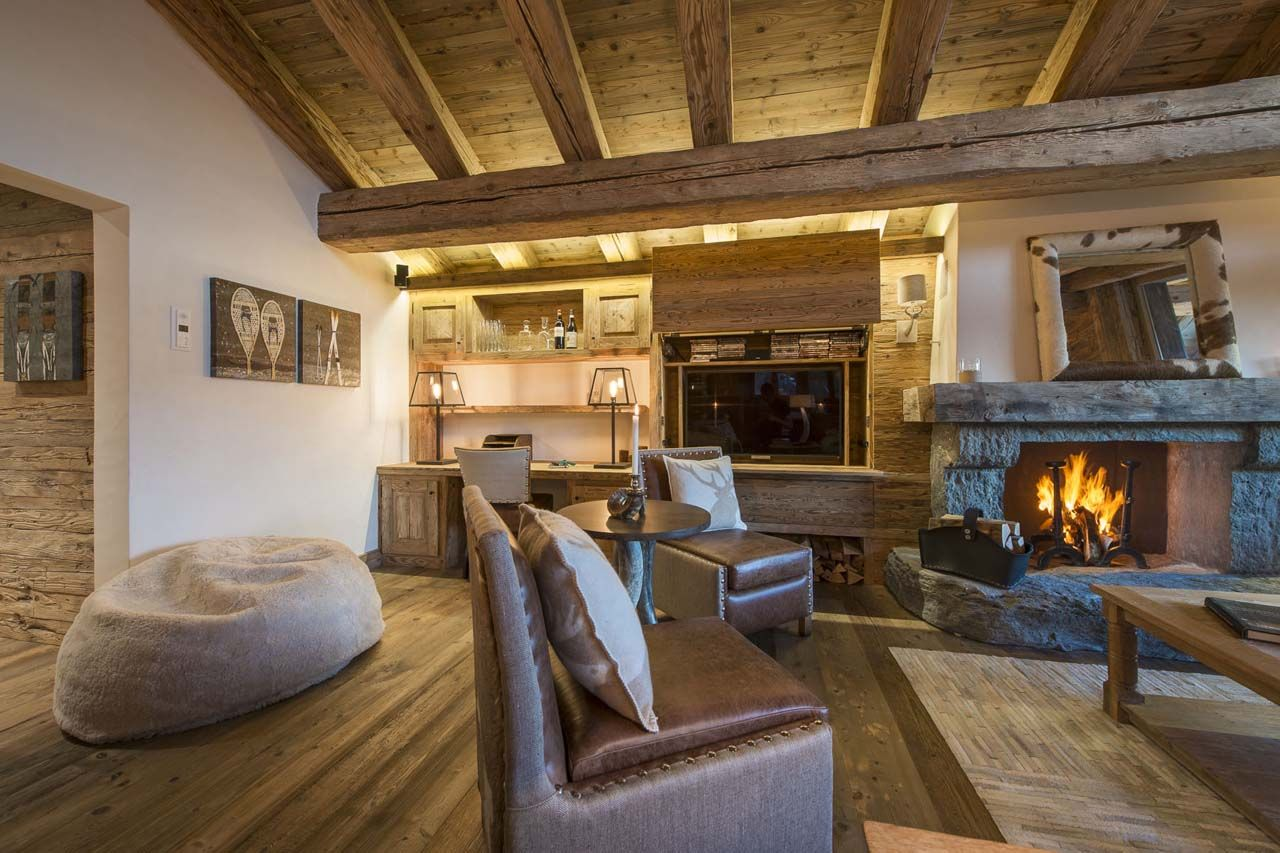 Luxury comfort and spectacular mountain views at the for Casas rurales decoracion interior