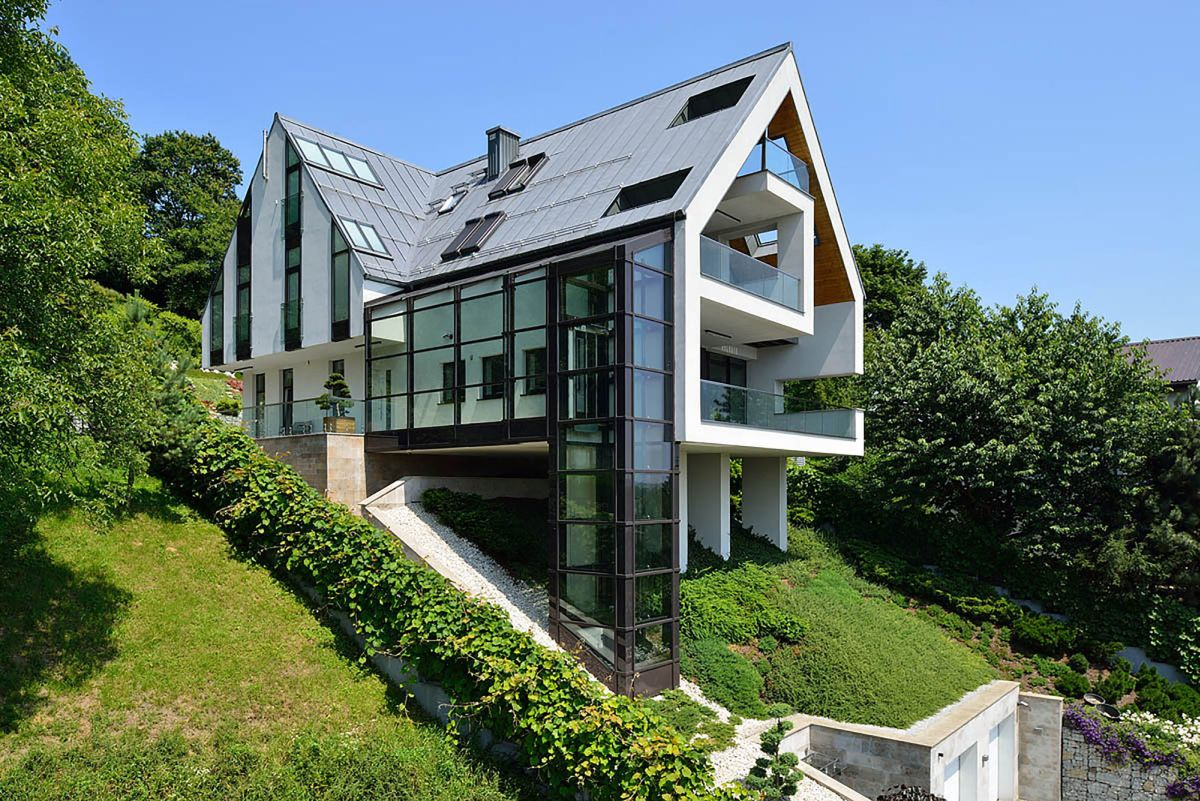 A house on a slope connects to its surroundings through a for The view house