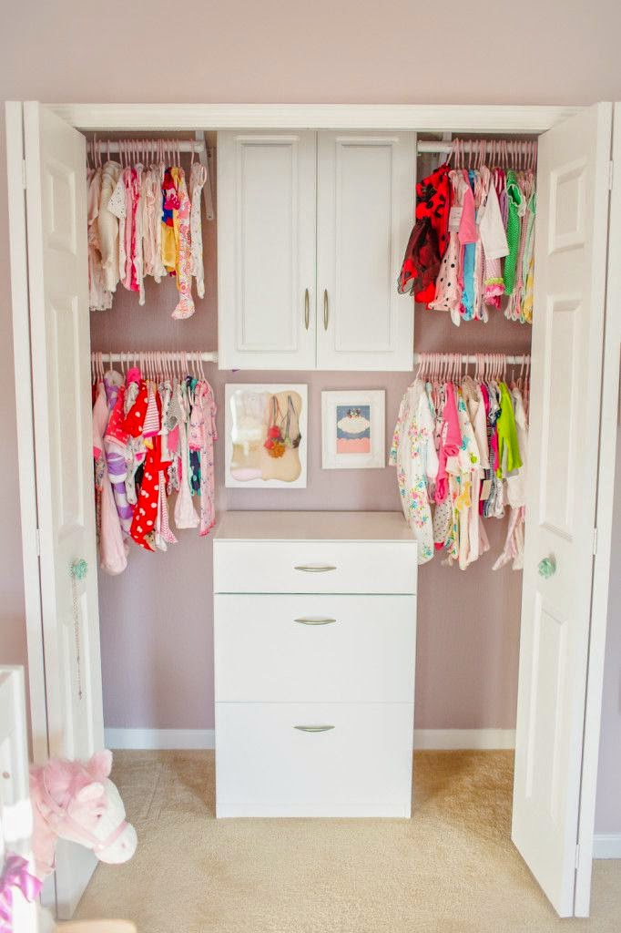 2fe0c6ef092f Organizing the Baby s Closet  Easy Ideas   Tips