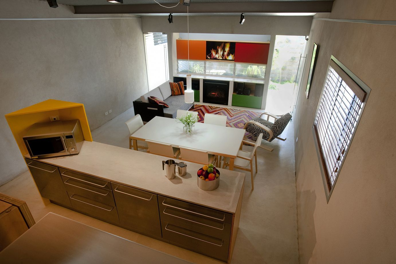 Low-Cost Renovation Adds Glamor To A 1920\'s Home