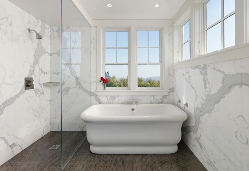 Sophisticated bathroom designs that use marble to stay trendy for Small marble bathroom ideas