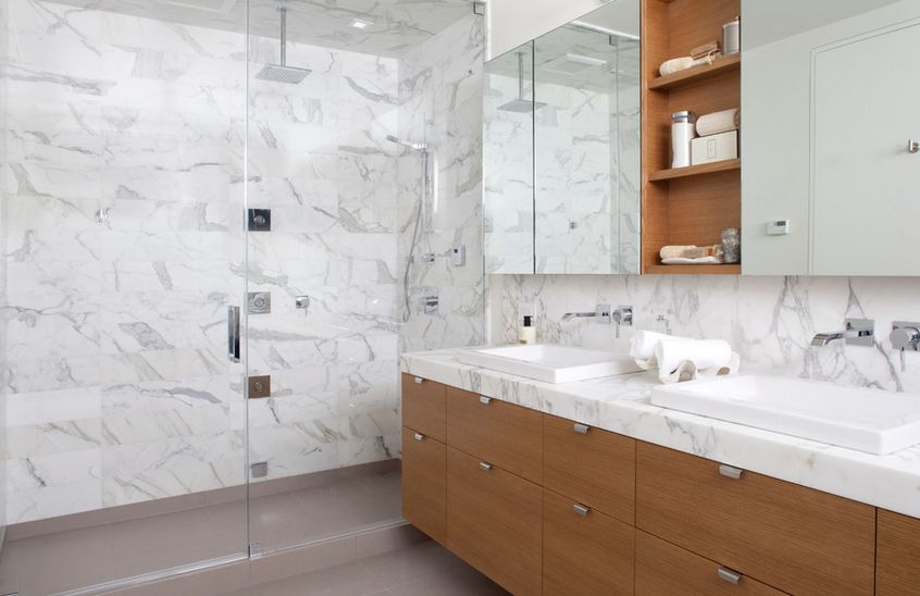 Sophisticated bathroom designs that use marble to stay trendy for Bathroom ideas marble tile