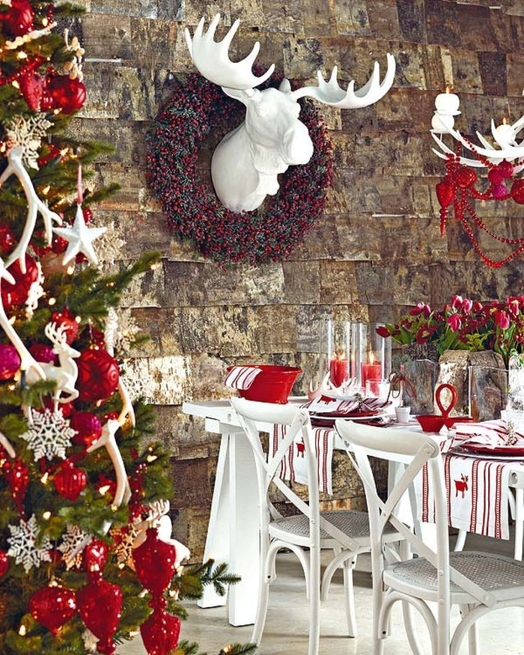 23 Christmas Party Decorations That Are Never Naughty ...