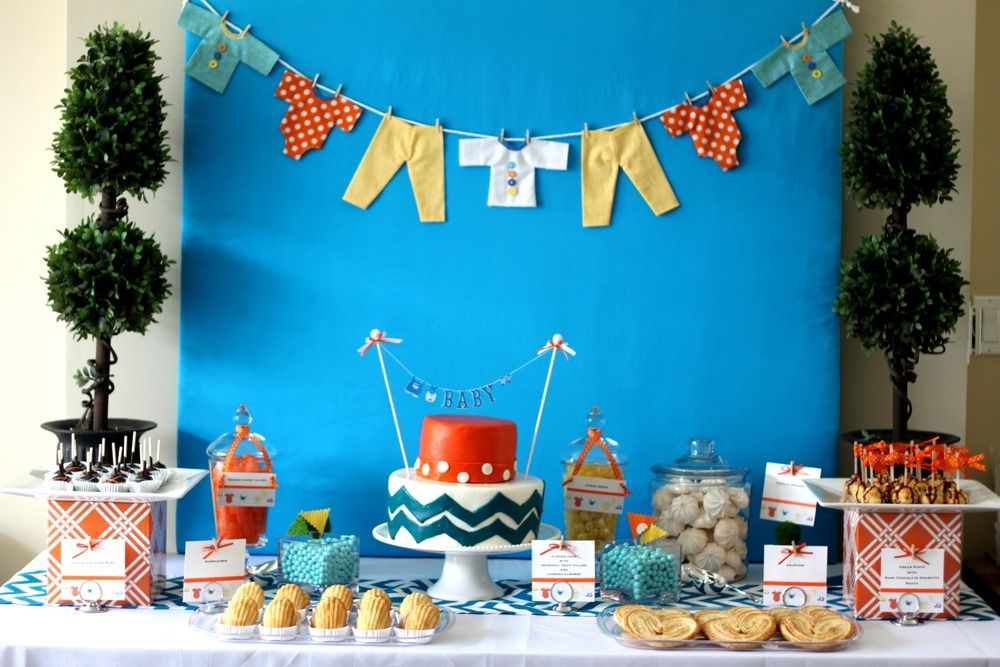 Guide to hosting the cutest baby shower on the block for Baby shower modern decoration