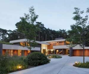 Forest Residence Fully Adapts To A Challenging Plot And Scenery