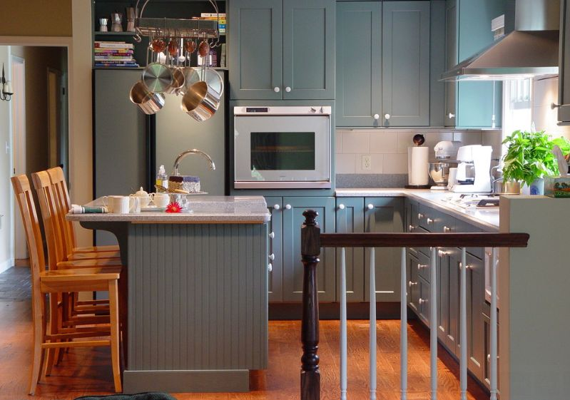 Stylish Ways To Work With Gray Kitchen Cabinets - Colours to match grey kitchen units