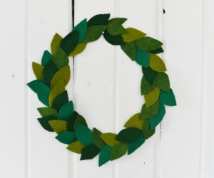 DIY Christmas Felt Leaf Wreath