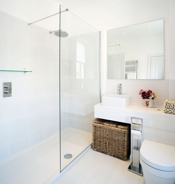 White bathrooms can be interesting too fresh design ideas for Photos salle de bains avec douche italienne
