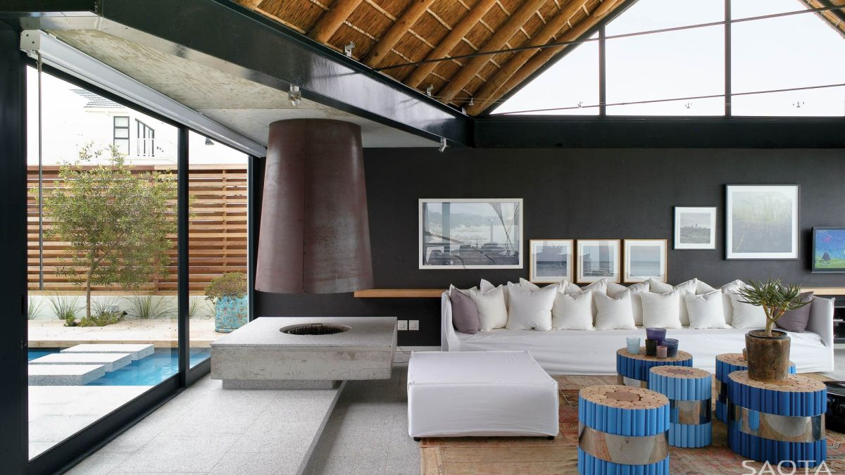 Impressive Holiday Retreat In South Africa Facing The