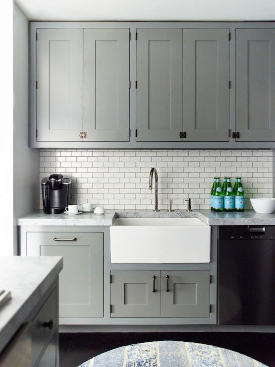 The Dark Grout On The Tiled Backsplash Complements The Cabinets ...