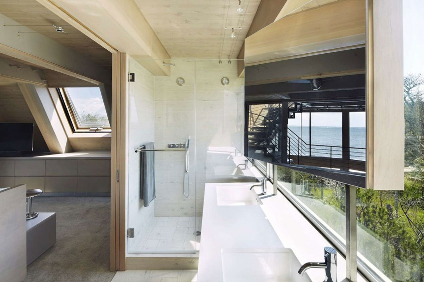 A-Frame-beach-house-bathroom