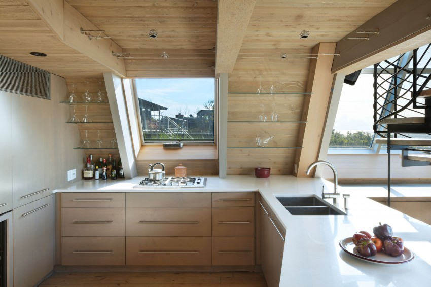 A-Frame-beach-house-kitchen