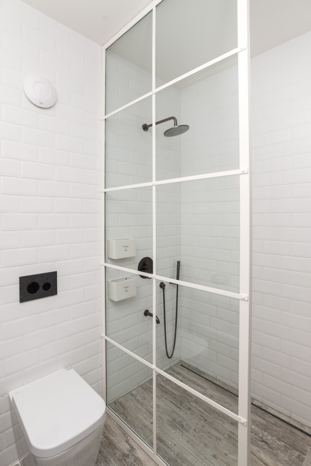 BOOOOX-Barn-bathroom-shower-wall