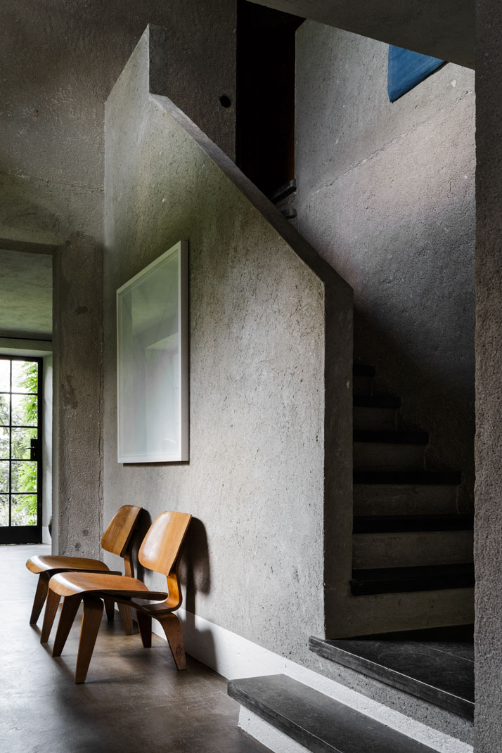 Bea-B&B-concrete-staircase