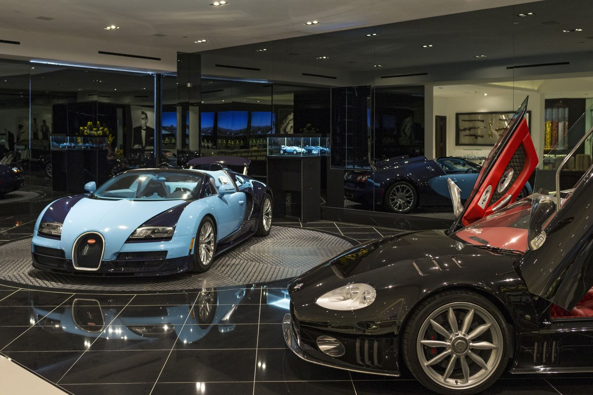 Beverly-Hills-mansion-car-display