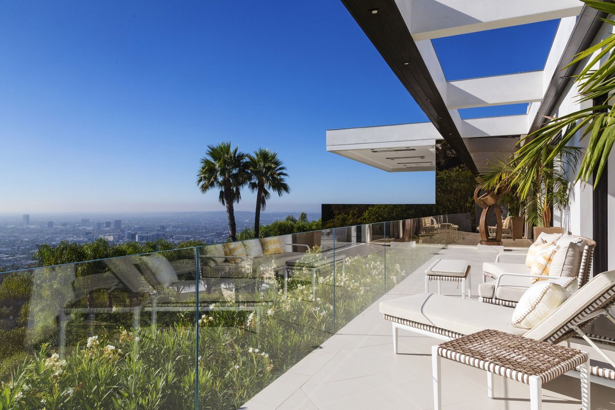 Beverly-Hills-mansion-first-floor-balcony