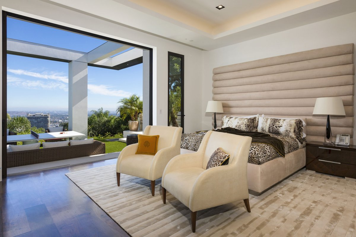 Beverly-Hills-mansion-guest-bedroom-2