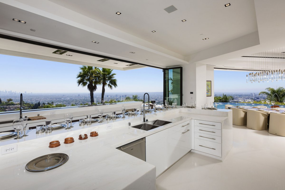 Beverly-Hills-mansion-kitchen