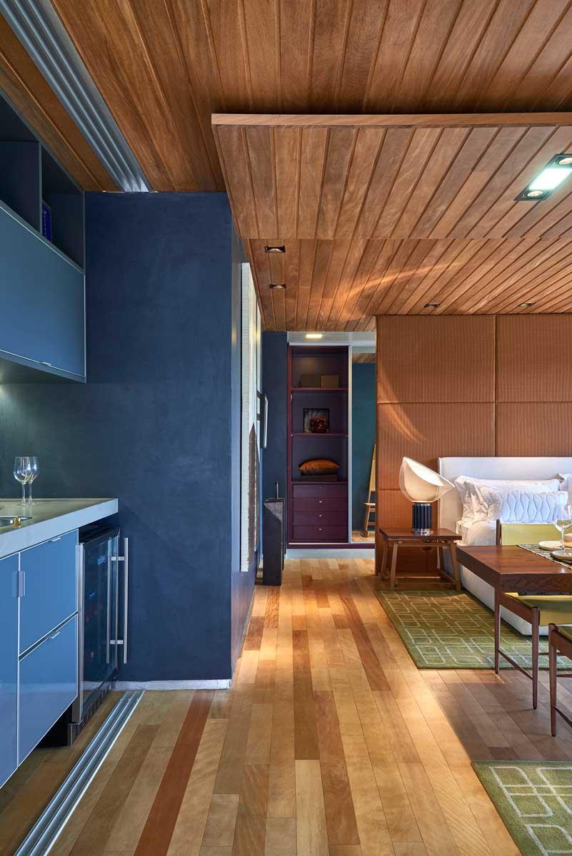 David-Guerra-exhibition-apartment-closet