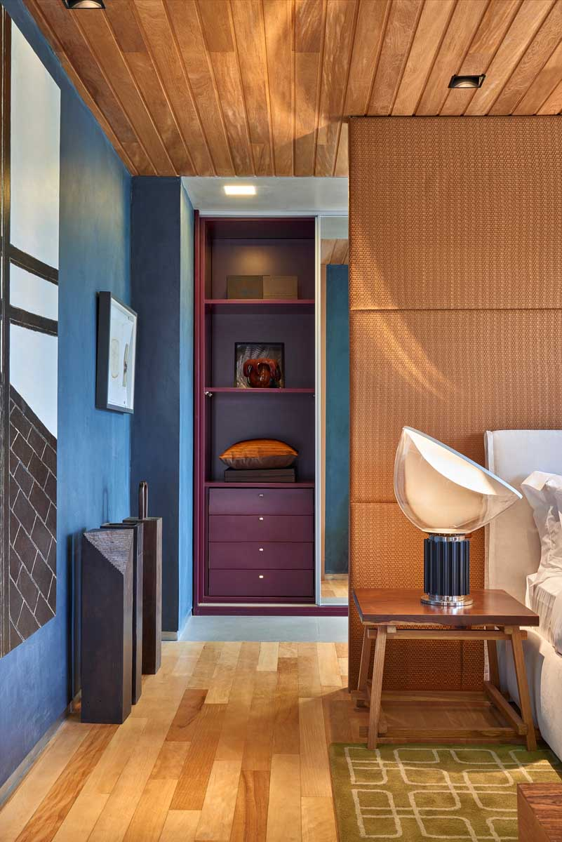 David-Guerra-exhibition-apartment-closet2