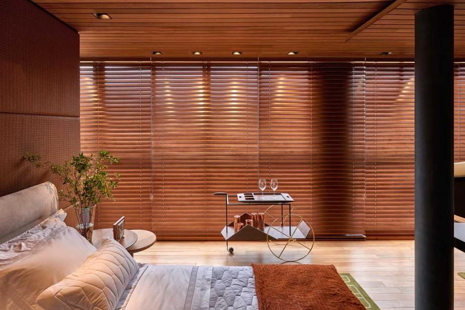 David-Guerra-exhibition-apartment-venetian-blinds2