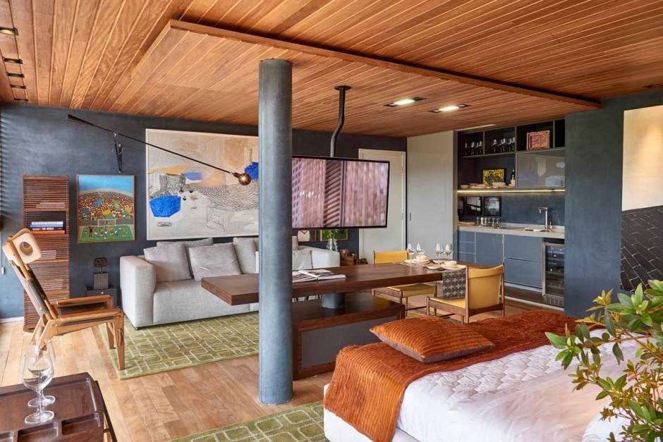 David-Guerra-exhibition-apartment-wood-ceiling