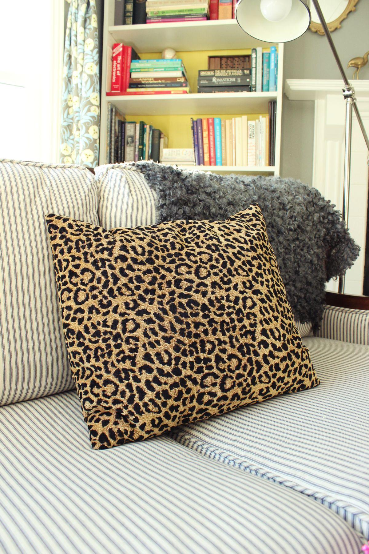 15-Minute Envelope Pillow Tutorial