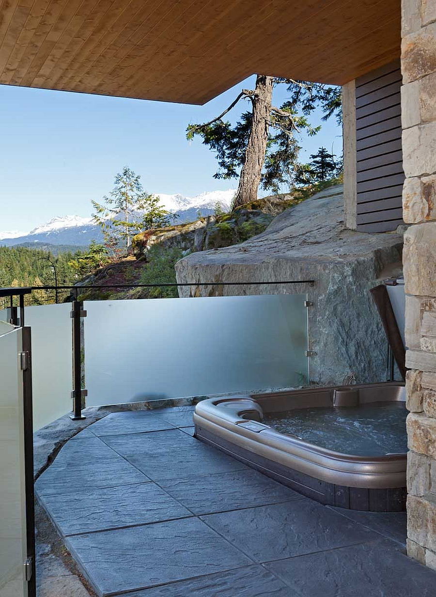 Lakecrest-Residence-outdoor-jacuzzi