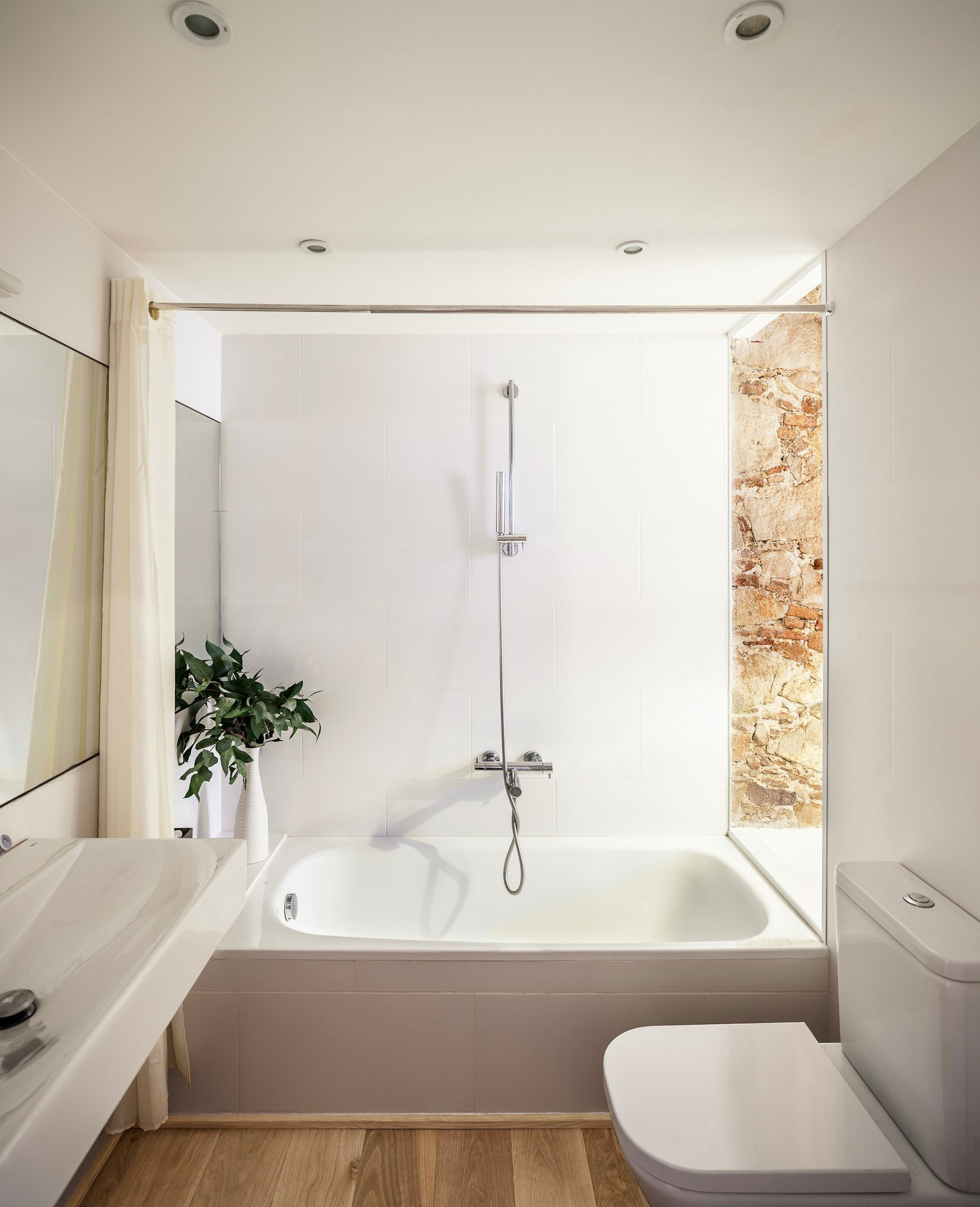 Renovation Apartment In Les Corts Bathroom