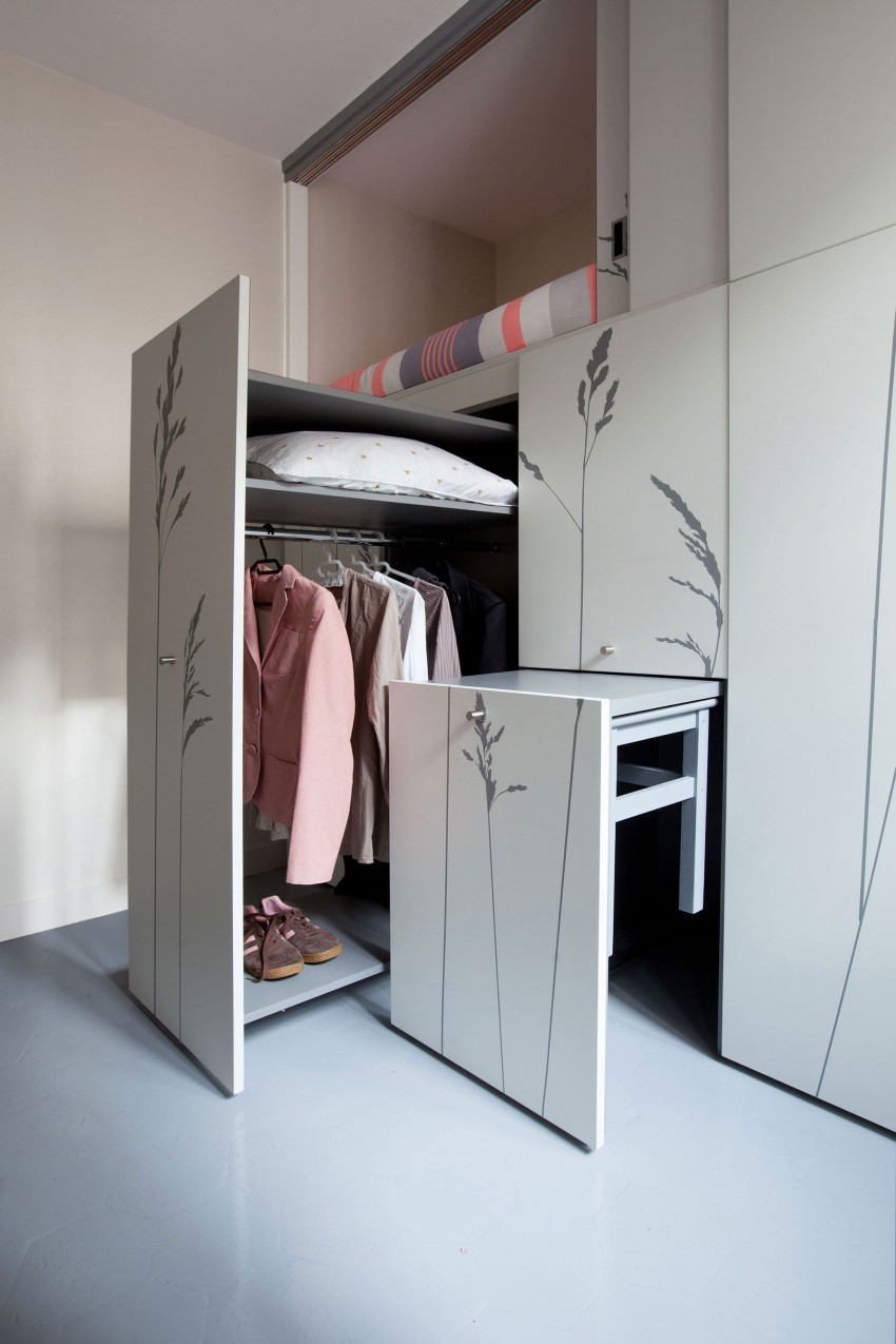 Tiny-Apartment-in-Paris-wardrobe