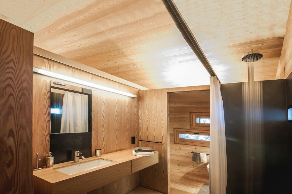 Tyrol-alpine-lodge-bathroom-vanity
