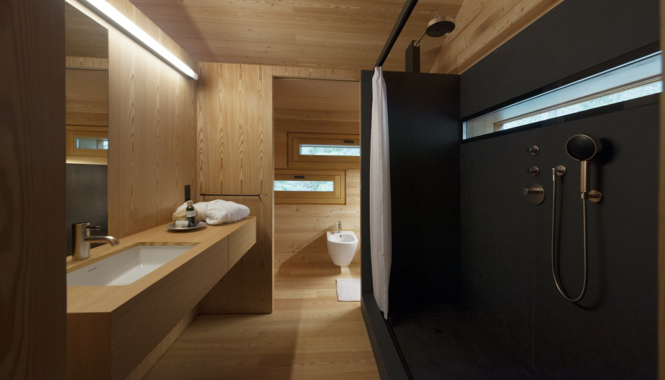 Tyrol-alpine-lodge-bathroom