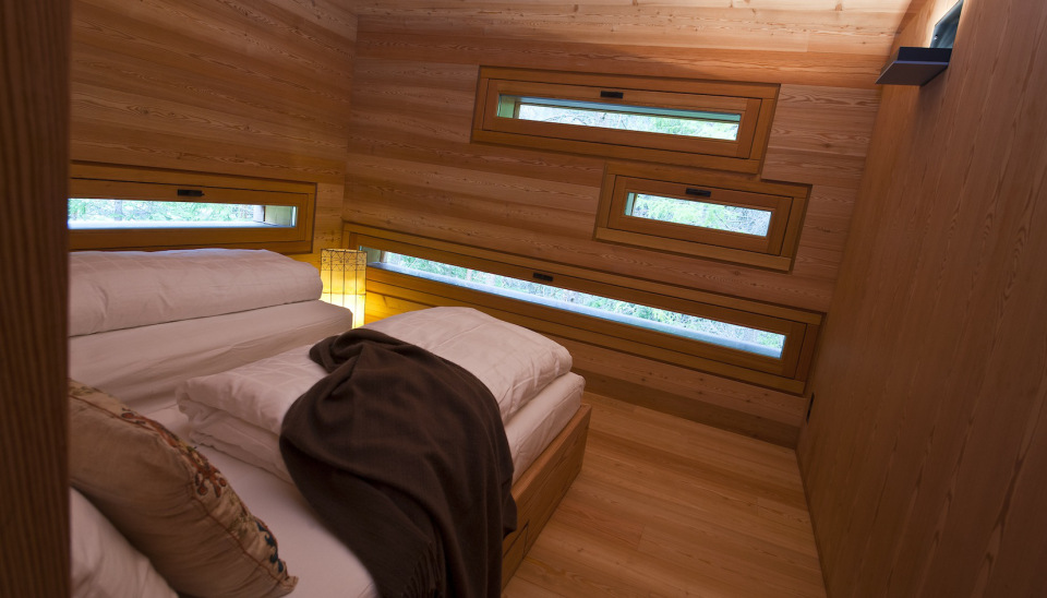 Tyrol-alpine-lodge-bedroom-windows
